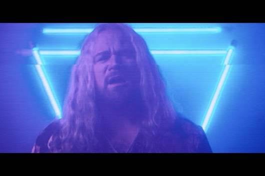 """実力派シンガーのネイサン・ジェイムズを擁するINGLORIOUSが女性ヴォーカルのヒット曲をカヴァーしたアルバムを9月に発表! 先行1stシングルはマイリー・サイラスの""""Midnight Sky""""!"""