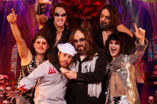 往年のディスコ・ナンバーをメタル・アレンジで聴かせるトリビュート・バンドTRAGEDYのアルバムが話題! アレックス・スコルニックもゲスト参加!