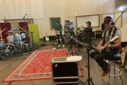新作を完成させたSCORPIONSがツアーに向けて新曲リハーサル中の映像を公開!
